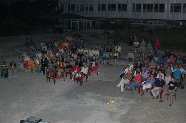 c02daa0f5 Roland je predsedom Študentského senátu na gymnáziu a zároveň členom Rady  študentov mesta Banská Bystrica, kým Slavo je šéfredaktorom školského  časopisu, ...